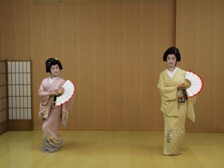 芸妓さんの踊り-1
