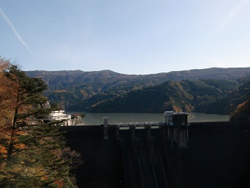 井川ダムが見えて来た