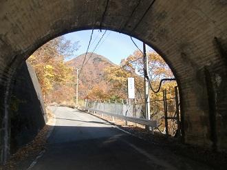 隧道の先に