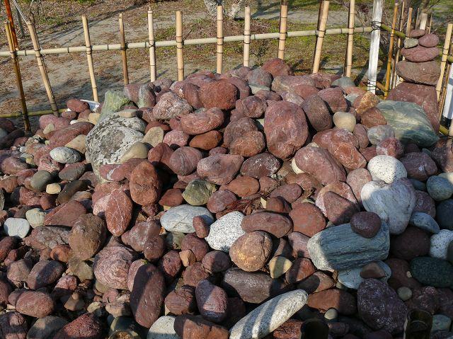 006_あずき色の石