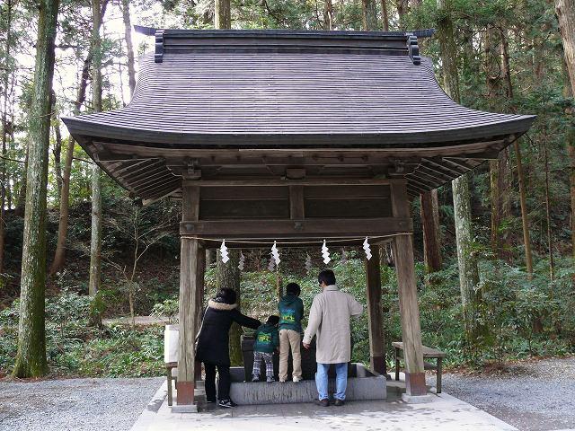 11_小国神社・手水舎