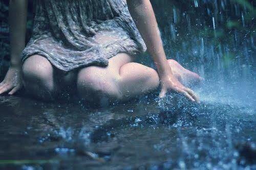 フリー画像雨の中