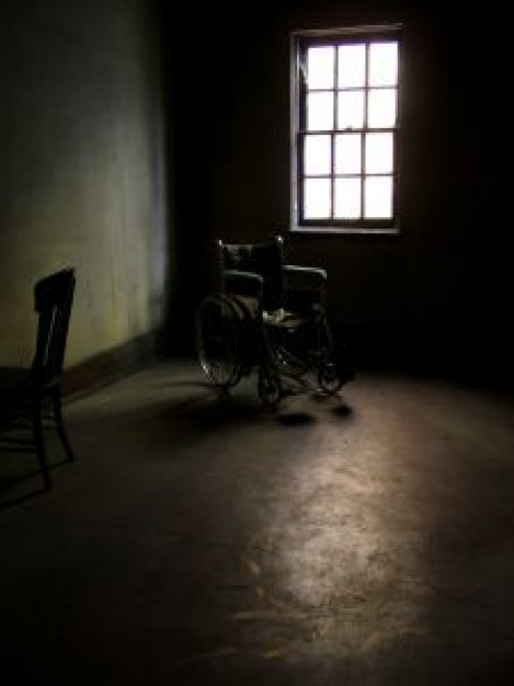 wheelchair-in-empty-room_2522906.jpg