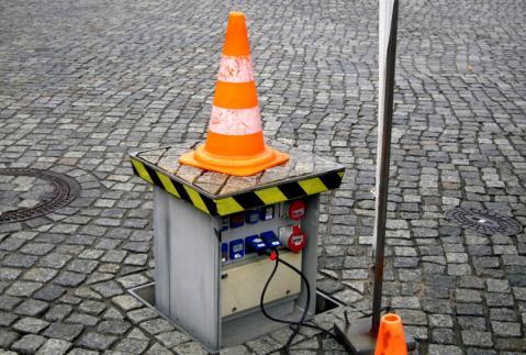 ヨーロッパではたいていの広場で簡単に電源が取れる