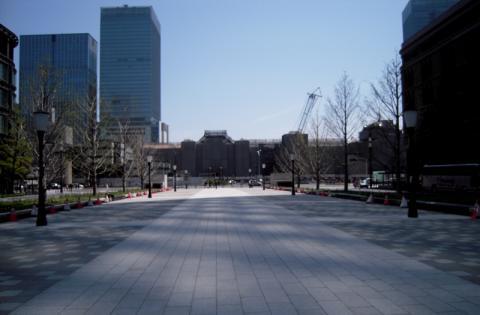 東京駅から皇居へ向かう気持ちのいい道が見えてきた