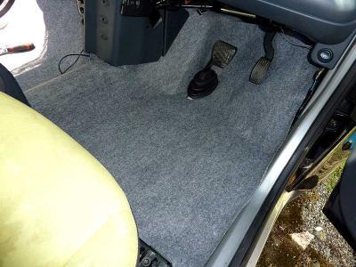 運転席側の新フロアマットの.jpg