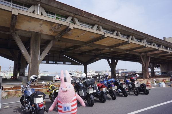漁港とバイク