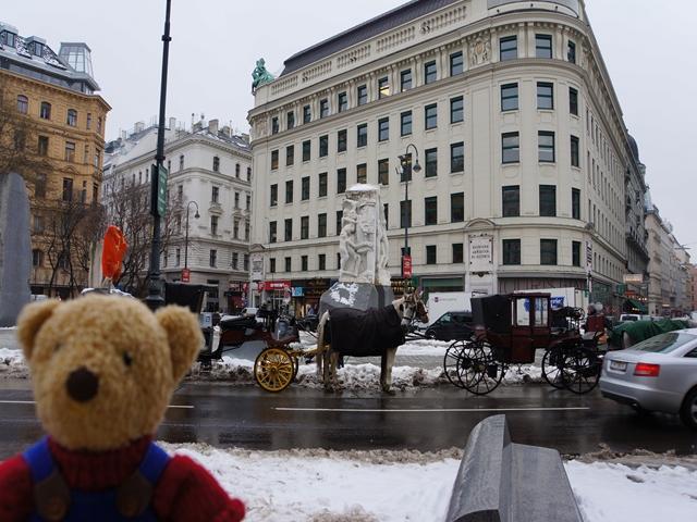 雪のウィーンと馬車