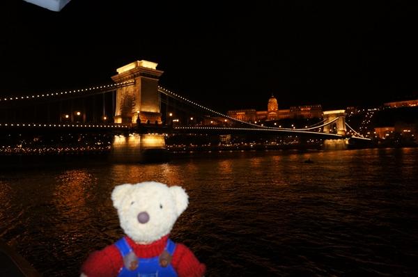 くま。橋。王宮。