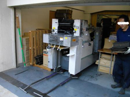 印刷機搬出中