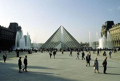 ルーブルピラミッド1