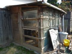 ニワトリ小屋を物置に…