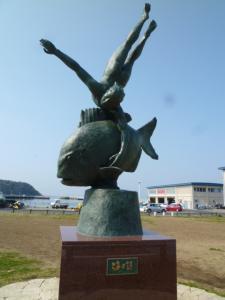 海の詩の像