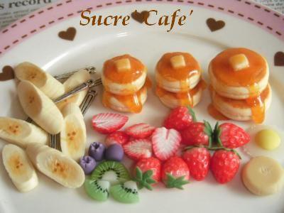 ホットケーキとフルーツ