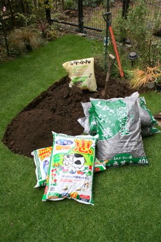 腐葉土と牛ふん堆肥