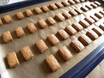 しょうがとはちみつ入りきなこクッキー焼き上がり