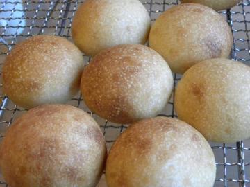 レーズン酵母のころころパン