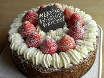 チョコクリームといちごのお誕生日ケーキ