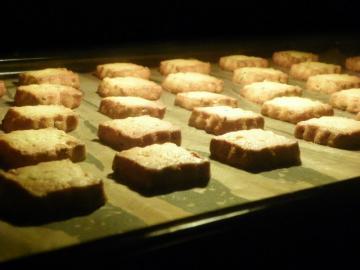 レモンとローズマリーのクッキー 焼成中