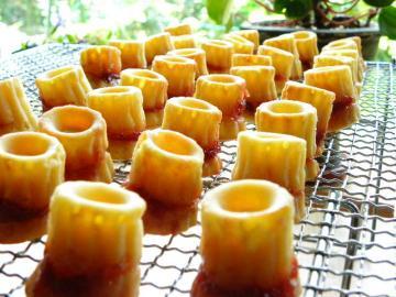スモモとチーズのカップケーキ 焼きたて