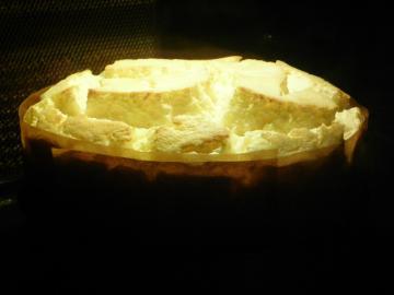 スフレチーズケーキ焼成中