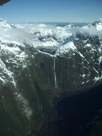 サザーランドの滝 580mあります。