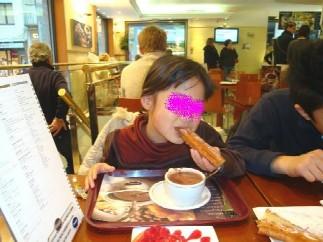 チュロスをチョコラーテにひたして食べるとおいしいよ!ブログ