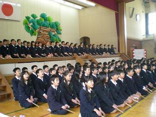 お祝いの鶴亀を歌い上げる。