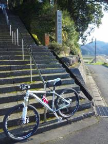 16-佐々牟志神社階段1