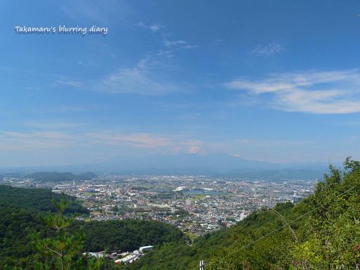 遠くにうっすら赤城山