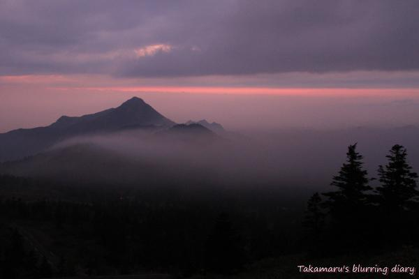 正面の山は・・・万座山かな→笠ヶ岳の間違いでした