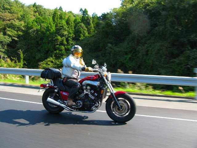 07_トーヤマのバイクで遊ぶコーちゃん