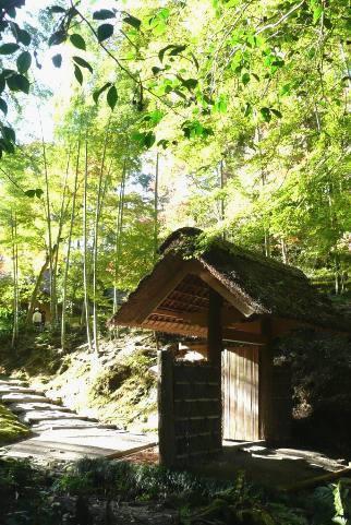 西山荘への門