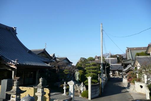 墓地から四つの寺を望む