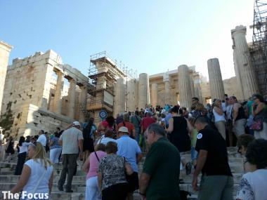 ギリシャ アテネ パルテノン神殿 人 多い