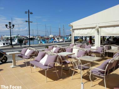 エギナ島 カフェ レストラン