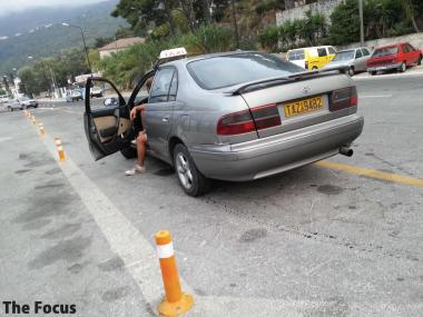 サモス島 タクシー