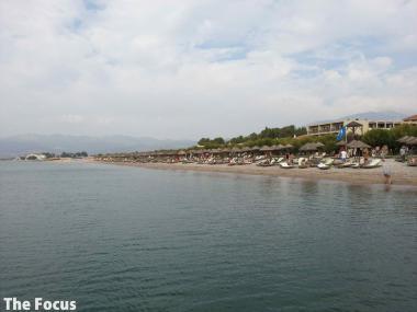 サモス島 ビーチ 人 多い
