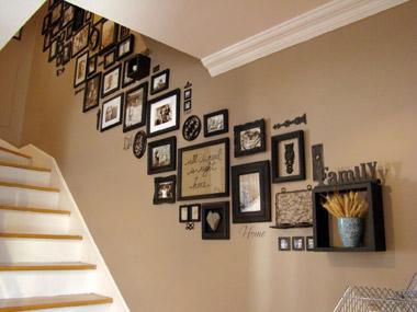 階段の壁にフォトフレーム(1)