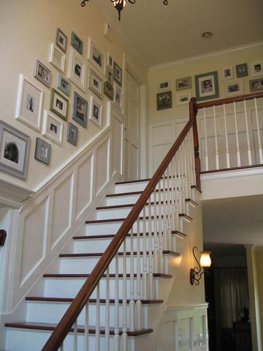 階段の壁にフォトフレーム(2)