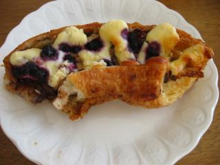 クリームチーズとブルーベリーのパン