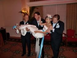 いかにも軽そうな花嫁ですね。