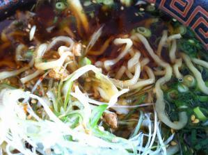 麺辰 特製鶏中華 麺アップ