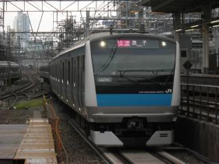 E233系ウラ107編成