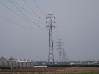 連なる狭山線鉄塔