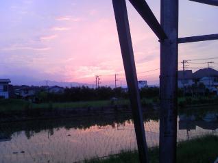 厚木線1号鋼材越しの夕日