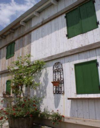デッキ廃材の建物