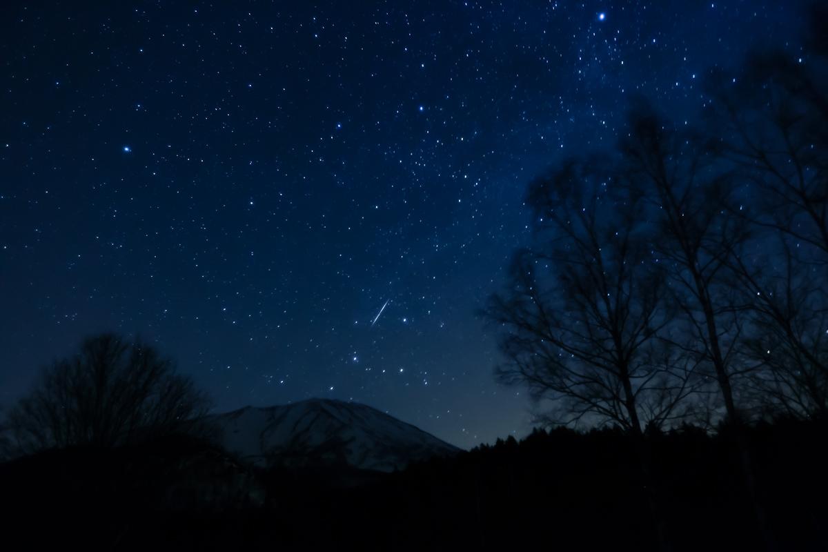 羊蹄山と流れ星