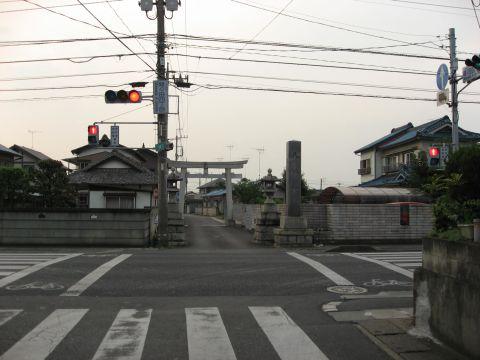 間々田八幡宮参道