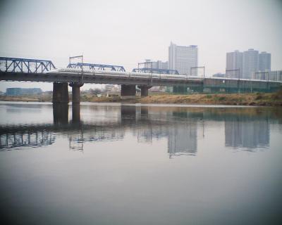 川を渡る新幹線:R2